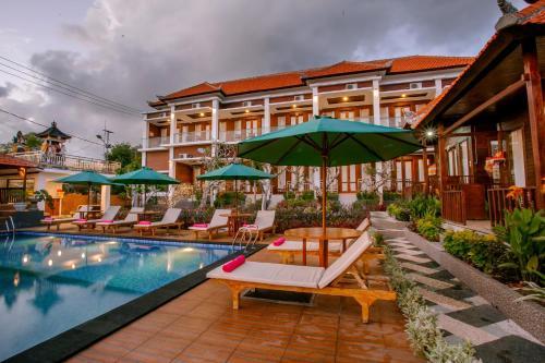 The swimming pool at or near Nusa Sedayu hotel Nusa penida