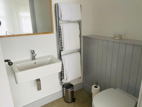 A bathroom at Lion & Pheasant Hotel