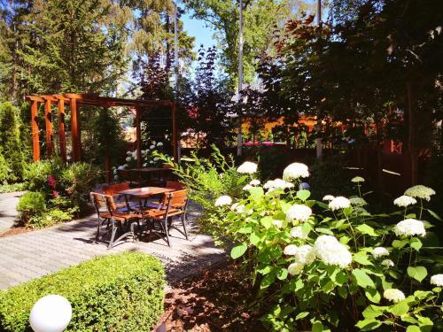 Ogród w obiekcie Ośrodek Angela