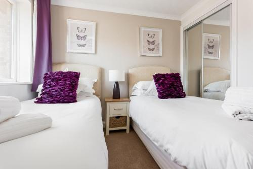 A bed or beds in a room at Sanderling