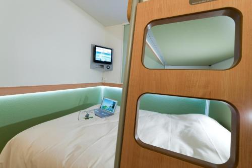 Un ou plusieurs lits dans un hébergement de l'établissement ibis budget Toulouse Aeroport