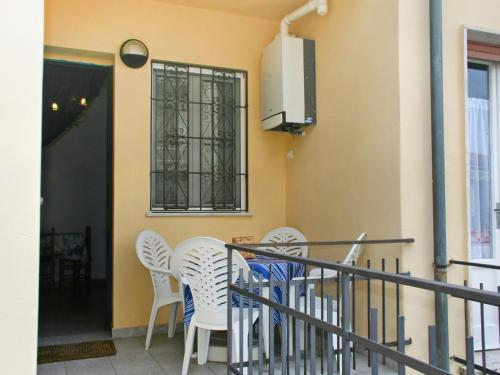 A television and/or entertainment center at Locazione Turistica La casa della ceramista
