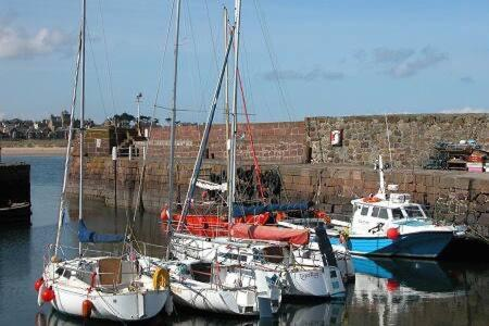 Harbour Hideaway With Free Private Parking