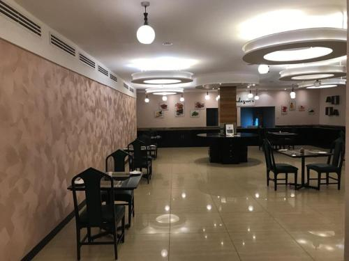A restaurant or other place to eat at Best Western Plus Meridian Hotel