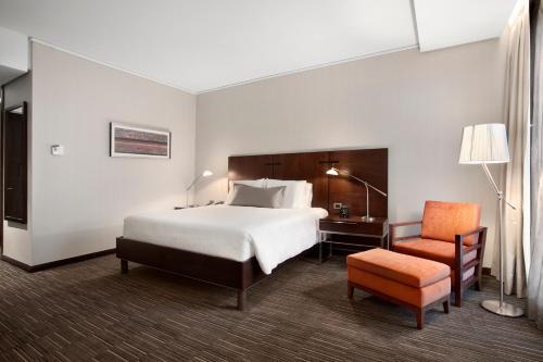 Cama o camas de una habitación en Hilton Garden Inn Santiago Airport