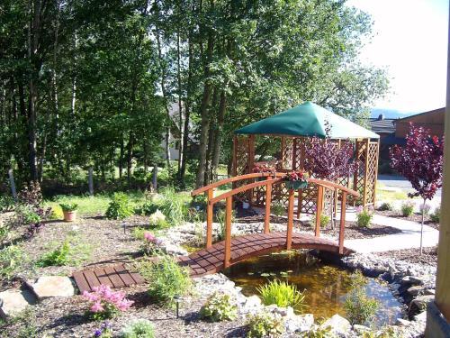 A garden outside Landpension Wandersruh