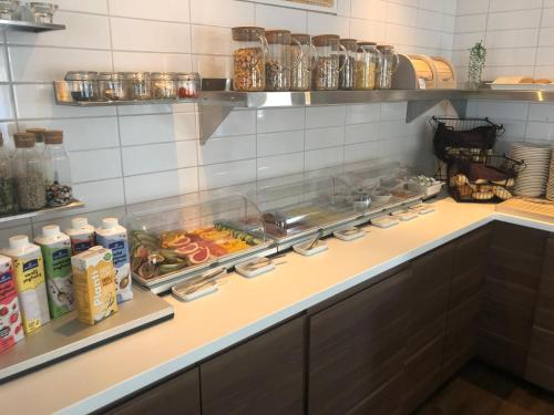 A kitchen or kitchenette at Hotell Nivå