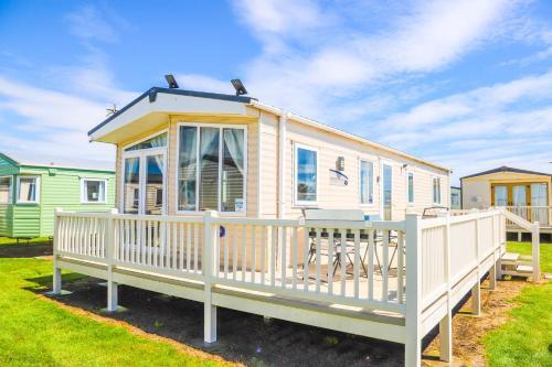 Big Skies Platinum Plus Holiday Home with Wifi, Netflix, Dishwasher, Decking