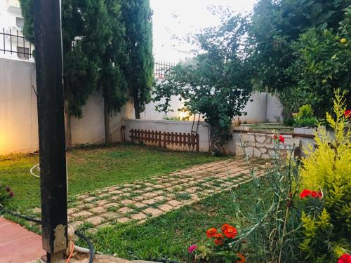 A garden outside Madison square,8min from athens airport