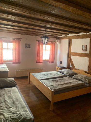 Ein Bett oder Betten in einem Zimmer der Unterkunft Altstadtpension Zirndorf