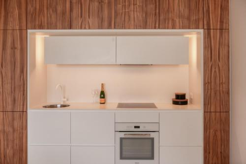 A kitchen or kitchenette at Hotel Ravesis