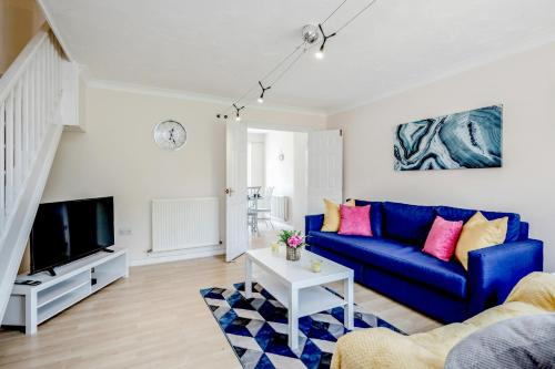 Stunning 3 bed 3 bath Contractor House in Luton!- Free Parking Close to M1 & LLA, by Jesswood Properties