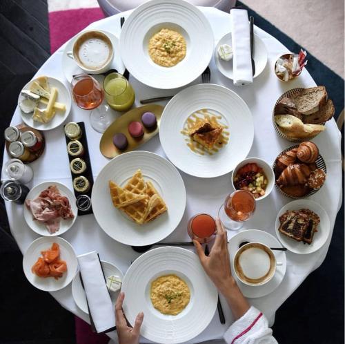 Breakfast options available to guests at Fauchon L'Hôtel Paris
