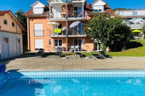 Das Schneckenhaus - Ferienwohnung mit Pool & Seeblick