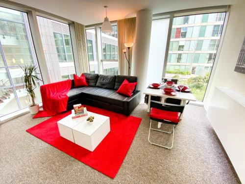 Cosy Hub Apartment in Central MK with FREE Parking, Netflix and Xbox by Yoko Property