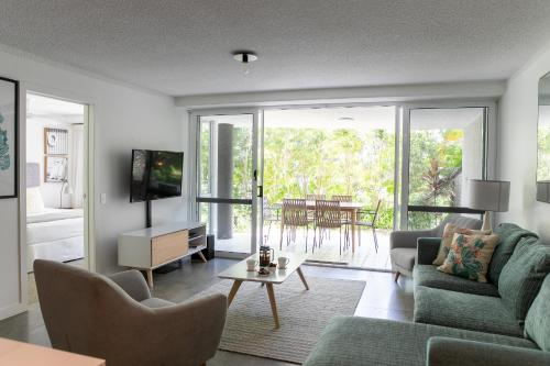 A seating area at Noosa Hill Resort