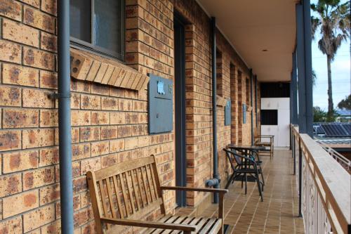 A balcony or terrace at Bridge View Motel