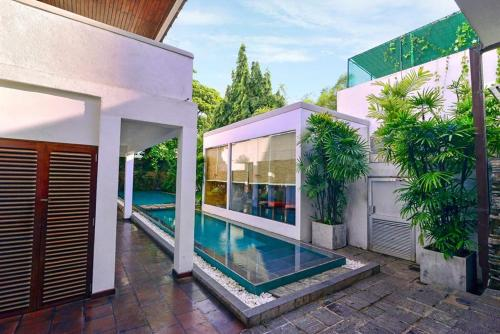 The swimming pool at or near Colombo Court Hotel & Spa