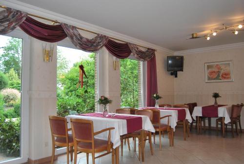Ein Restaurant oder anderes Speiselokal in der Unterkunft Pension Wortmann
