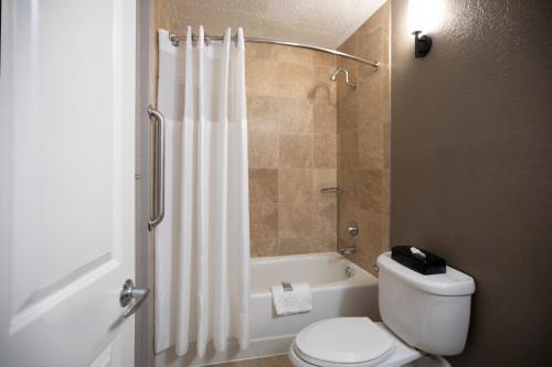 A bathroom at Best Western Savannah Historic District