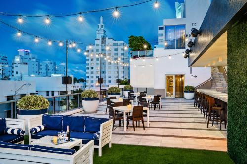 A restaurant or other place to eat at Gale South Beach, Curio Collection By Hilton