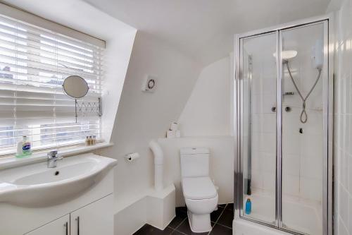 A bathroom at Regents Park Central Apartments