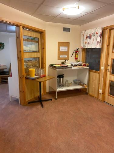 A kitchen or kitchenette at Nattvikens Vandrarhem