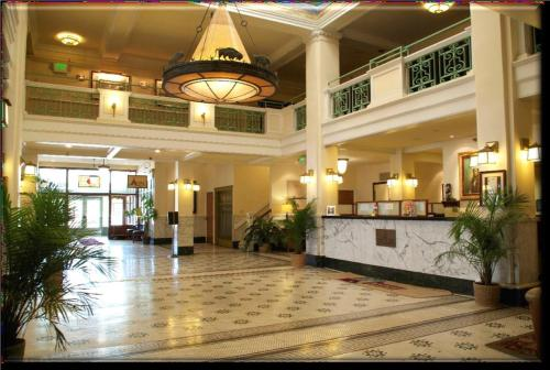 The lobby or reception area at Historic Plains Hotel