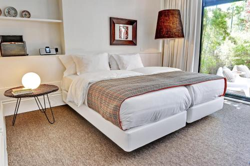 A bed or beds in a room at Three Houses & Bedrooms