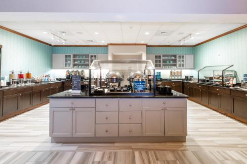 A restaurant or other place to eat at Homewood Suites by Hilton Lawrenceville Duluth