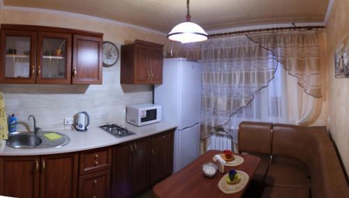 Кухня или мини-кухня в Comfortable Apartments