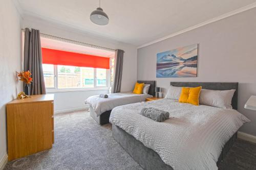 Bright and Modern Home 4 beds CCTV Parking