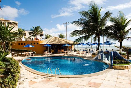 A piscina localizada em Happy Hotel Praia Azul ou nos arredores