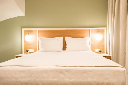 A bed or beds in a room at Eco Green Residences & Suites