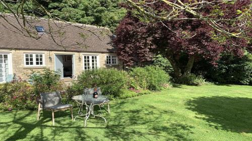 Charming Cottage for two near Cirencester