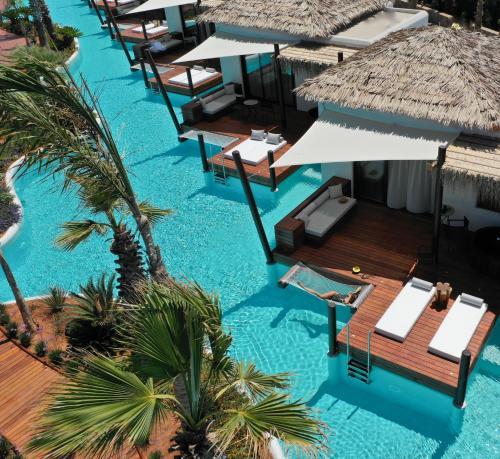 נוף של הבריכה ב-Stella Island Luxury Resort & Spa (Adults Only) או בסביבה