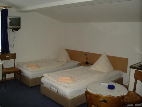 阿肖克酒店房間的床
