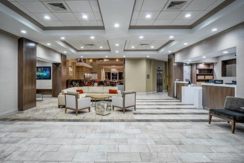 The lobby or reception area at Embassy Suites Nashville - at Vanderbilt