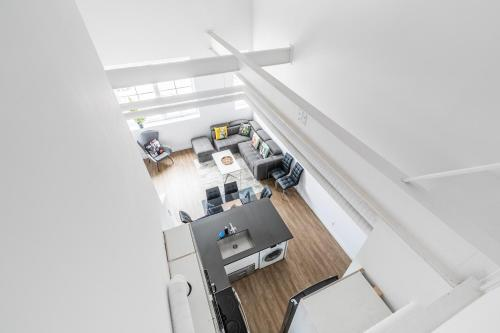 A kitchen or kitchenette at Simply Comfort - DUNDURN LOFTS