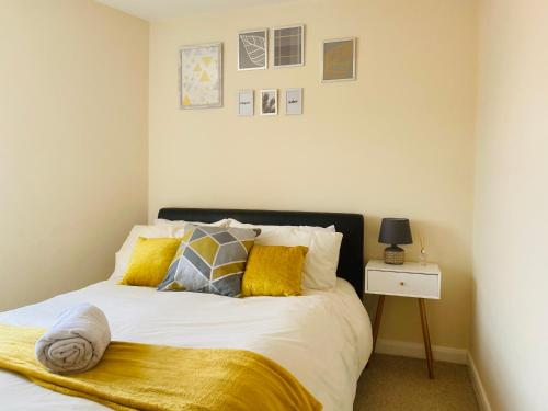 Silver Stag, Comfortable property with 2 double bedrooms and off road parking