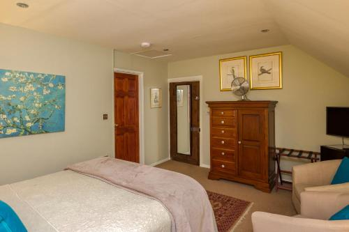 A bed or beds in a room at Maplestone