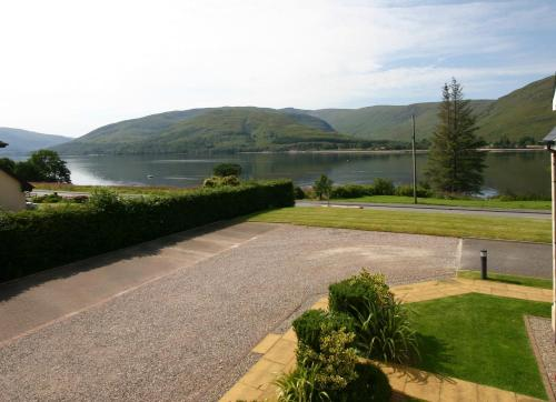 Beautiful Two Bedroom Apartment with Juliet Balcony Overlooking Loch Linnhe