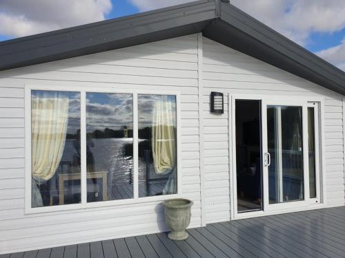 Chichester Lakeside Luxury Lodge
