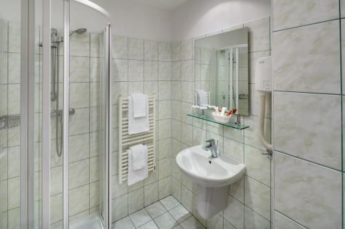A bathroom at Hotel Atlas