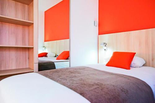 Un ou plusieurs lits dans un hébergement de l'établissement Kyriad Douai