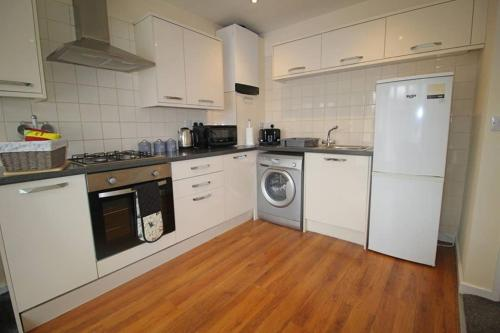 Home by PSMG - Clifton Road - Modern Apartment