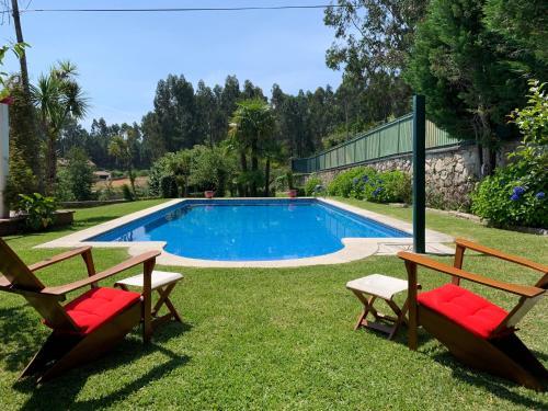 The swimming pool at or near Vila Aurora