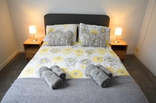A bed or beds in a room at Central Portree Apartment