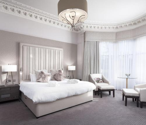 A bed or beds in a room at Number 10 Hotel