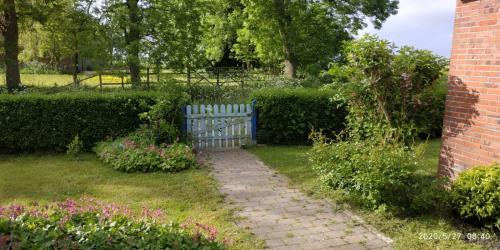 Ein Garten an der Unterkunft Ferienhaus Nordwind